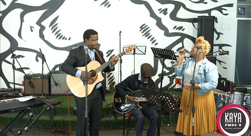 Billy Monama & The Grazroots Project Performs Yase Wa Bantwana Live and Unplugged On Kaya FM