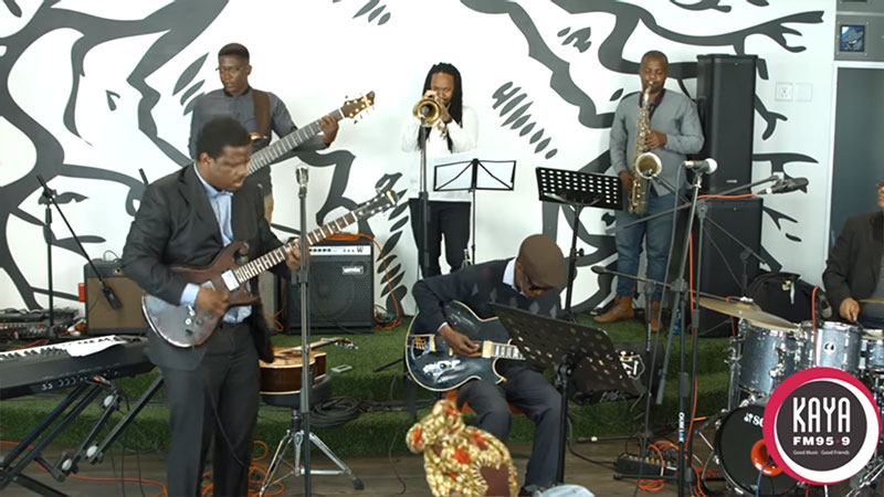 Billy Monama & The Grazroots Project Performs Mannenburg Live and Unplugged On Kaya FM